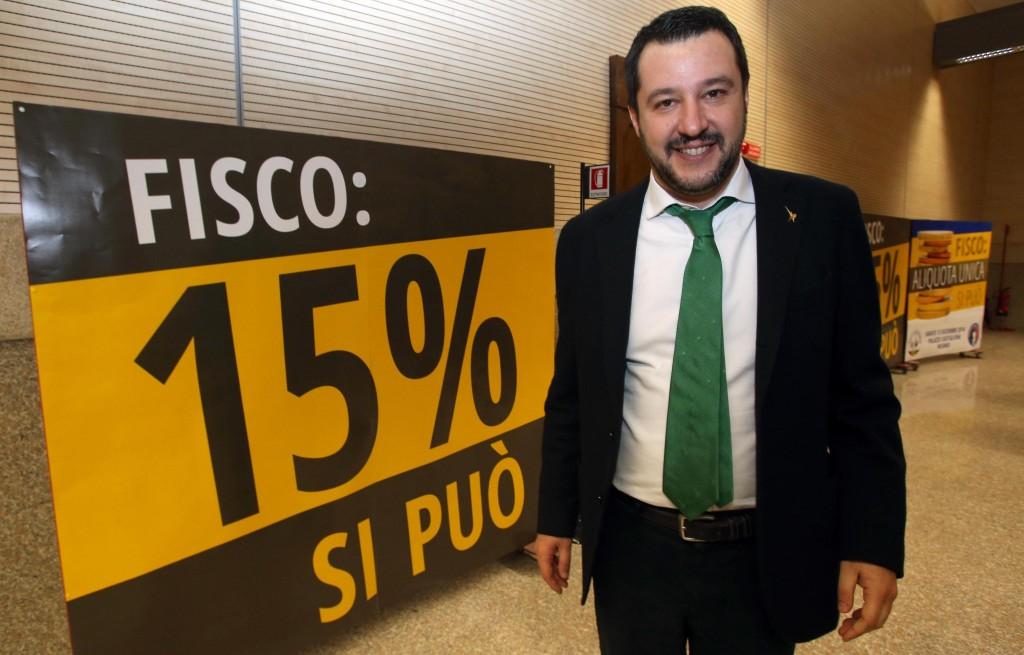 Lega: Salvini presenta Flat Tax, presenti Bossi e Maroni
