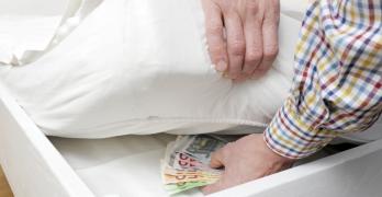 Anche le banche mettono i soldi sotto il materasso…